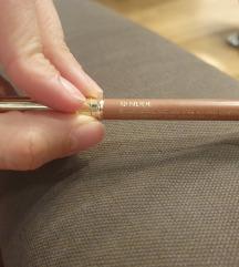 Estee Lauder olovka za usta