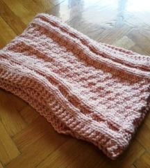Roza pleteni šal