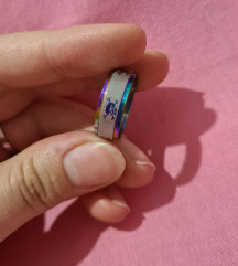 Čelični prsten s mrtvačkim glavama