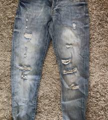 Nove jeans hlače s etiketom