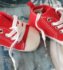 Crvene cipelice za nehodače