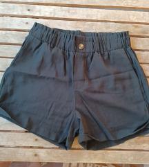 Crne kratke hlače SNIŽENO