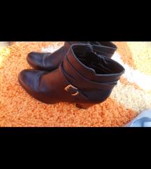 Kožne čizme 👢 40(100kn)