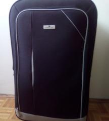 Veliki crni kofer