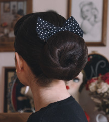 Točkasta mašna za kosu
