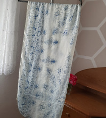Bijela marama/šal s plavim detaljima