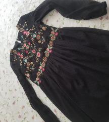 Zara crna haljinica s cvjetnim detaljima