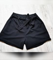 Crne hlačice
