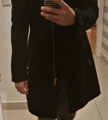 Stradivarius crni kaput