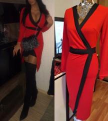 Efektna crvena haljina s crnim rubovima