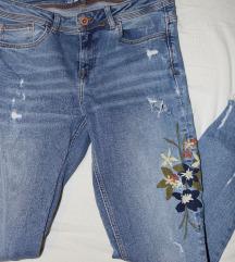 Zara traperice s cvjetnim uzorkom
