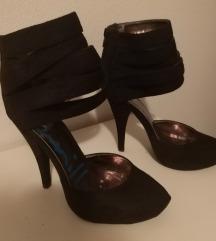 Cipela na petu/ glezanj