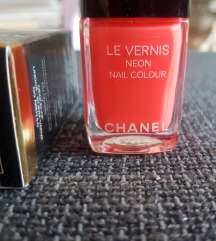Chanel nail polish Rose Neon 596