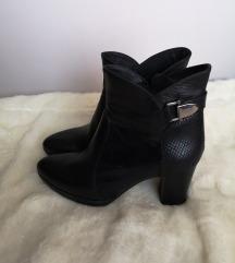 Crne kožne čizme na petu / gležnjače, prava koža