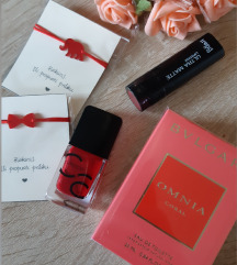 Crveni novi lot, parfem, ruž, lak i narukvice