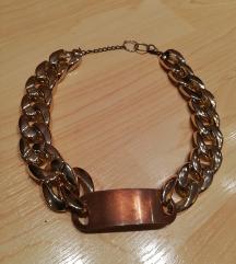 Zlatna ogrlica s pločicom