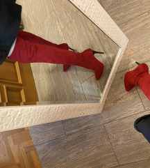 Crvene cizme preko koljena