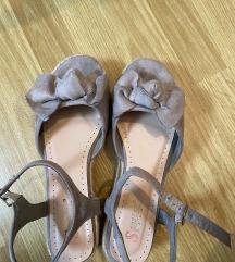 Sandale s masnom na punu petu