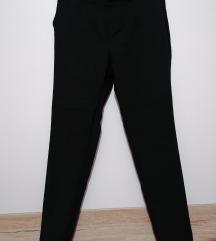Crne fine hlače