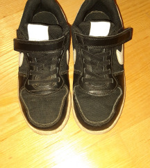 Nike crne na čičak 33