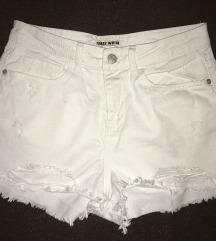 NOVO! Kratke bijele hlače