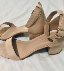 NOVO! Nude block heel sandale