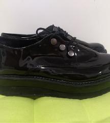 Crne lakirane cipele