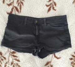 Crne kratke traper hlače
