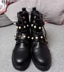 Crne nove čizme 🆕🆕🆕