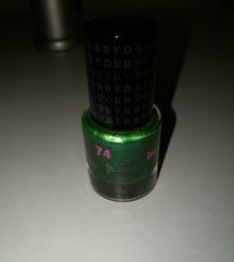 Zeleni lak za nokte