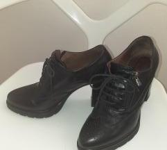 Crne kožne cipele na vezivanje