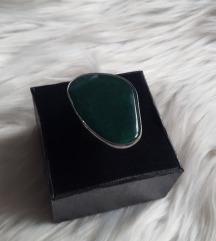 Prsten s velikim kamenom