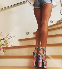 Šarene sandale na visoku petu