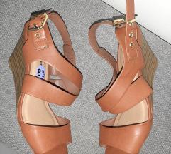 %120 Nove sandale 38 / 39