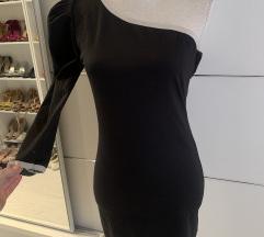 Crna haljina na jedno rame