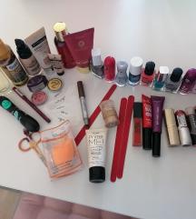 Lot kozmetike + parfem, vikleri i cetka Gratis! !