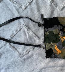 Zara torbica sa šljokicama