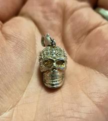 Srebrni privjesak mrtvačka glava