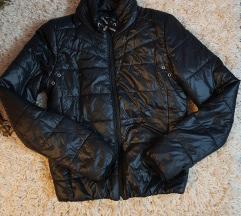 Crna jesenska jakna