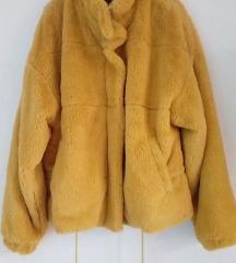 Žuta krznena jakna