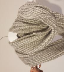 Sivi ženski šal