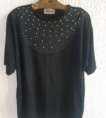Crna majica sa detaljima
