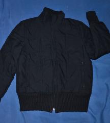 Topla crna jakna