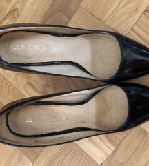 Crne cipele s potpeticom