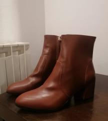 Čizme na petu (nikad nošene)