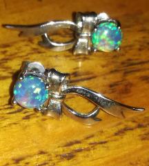 Posrebrene naušnice plavi fire opal