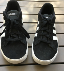 Crne Adidas tenisice patike broj 37 original