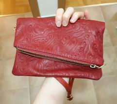 Tamnocrvena kozna torbica s uzorkom,nova