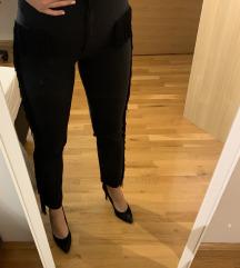 Zara crne hlače s resicama