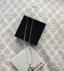 srebrna ogrlica  s privjeskom